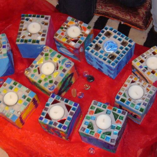 Niki de Saint Phalle: Mosaiklicht-Holzwürfel (auch als Glaslicht)